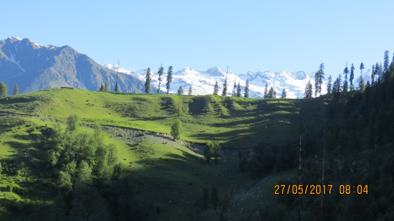 On way to Saach pass